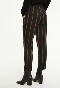 comma casual identity - IM JOGSTYLE - Trousers - grey stripes - 2