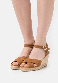Minelli - Sandały na platformie - tan - 0