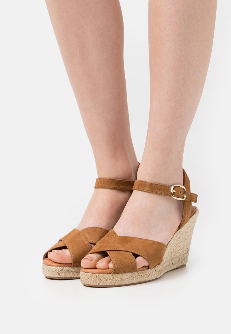 Minelli - Sandały na platformie - tan