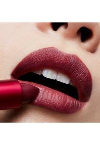 MAC - LIPSTICK - Lippenstift - viva glam iii - 2