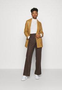 Marc O'Polo PURE - WIDE LEG PANTS HIGH WAISTED PINTUCKS - Trousers - mocca brown - 1
