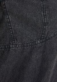 Pieces Curve - PCLUA MINI DRESS - Dongerikjole - black - 6