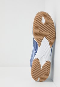 adidas Performance - NEMEZIZ 19.3 IN - Halové fotbalové kopačky - footwear white/royal blue - 4