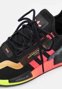 adidas Originals - NMD_R1.V2 BOOST UNISEX - Trainers - core black/signal pink/signal green - 5