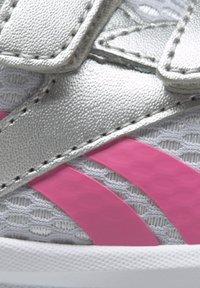 Reebok - REEBOK XT SPRINTER SHOES - Chaussures de running neutres - silver - 9