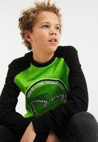 WE Fashion - SALTY DOG - Longsleeve - bright green - 2