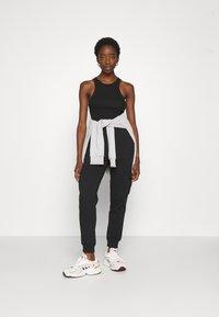 Even&Odd - Teplákové kalhoty - black - 1