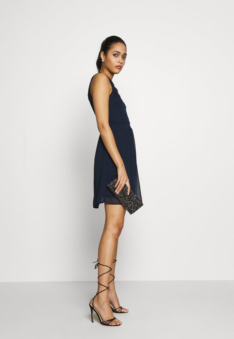 Vero Moda - VMYASMIN SHORT DRESS - Sukienka koktajlowa - navy blazer