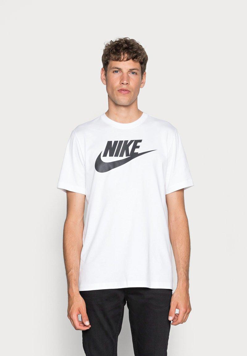 Nike Sportswear - TEE ICON FUTURA - T-shirt con stampa - white/black