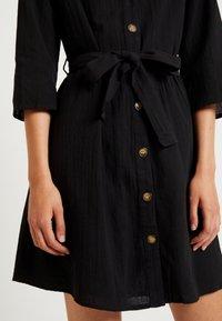 Pieces - PCESMO 3/4 SLEEVE DRESS - Robe chemise - black - 5