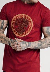 SIKSILK - LION TEE - T-shirt print - deep red - 5