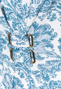 Maryan Mehlhorn - MARYAN PORCELAIN - Uimapuku - white tile - 2