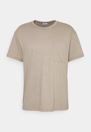 M. BRAD  - Basic T-shirt - desert tau