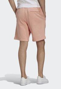 adidas Originals - ABSTRACT - Shorts - dust pink - 1