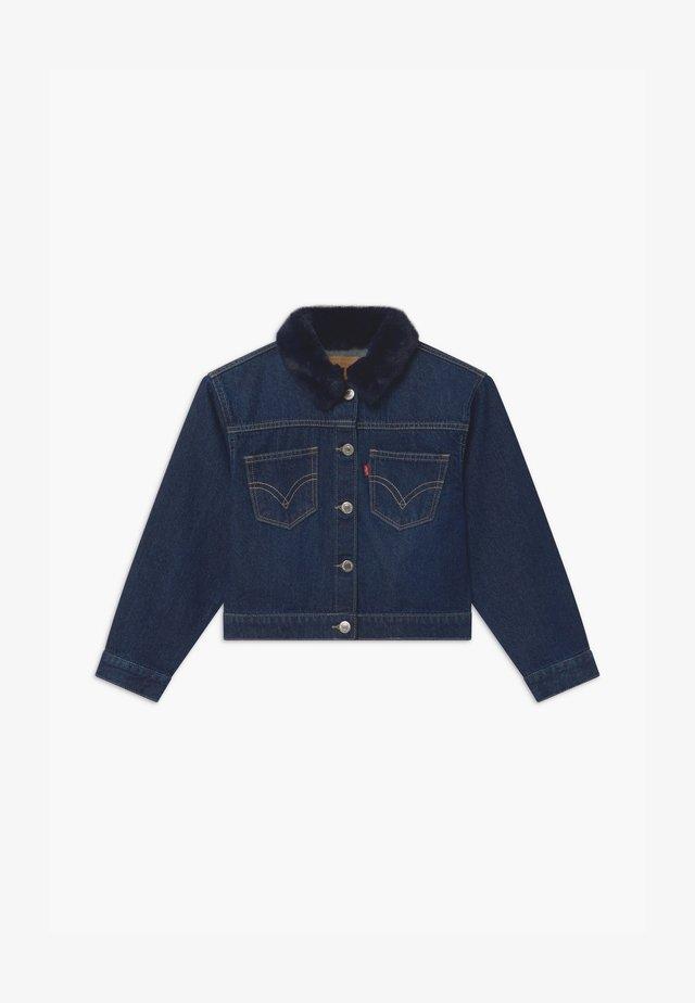 OVERSIZED HIGHRISE TRUCKER - Veste en jean - dark-blue denim