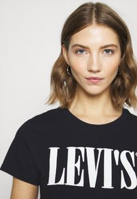 Levi's® - THE PERFECT TEE - T-shirt imprimé - caviar - 5