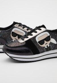 KARL LAGERFELD - VELOCITA IKONIC METEOR - Sneakersy niskie - black/silver - 6