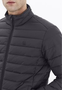Solid - Light jacket - forged iron - 3