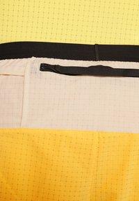 Nike Performance - TRAIL - Pantalón corto de deporte - solar flare/beach/black - 3