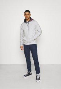 Tommy Jeans - CONTRAST HOOD GRAPHIC HOODIE UNISEX - Sweatshirt - twilight navy/silver grey - 1