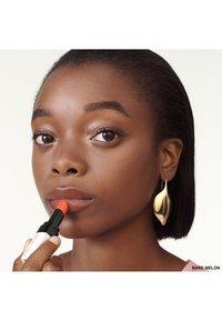 Bobbi Brown - EXTRA LIP TINT  - Rouge à lèvres - melon 2 - 2