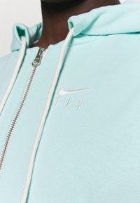 Nike Performance - STANDARD ISSUE HOODIE - Zip-up hoodie - light dew/pale ivory - 4