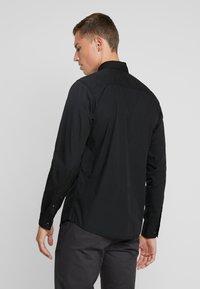 Produkt - PKTDEK SHARIF - Skjorter - black - 2