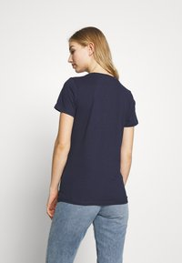 Tommy Jeans - METALLIC LOGO TEE - T-shirts med print - twilight navy - 2