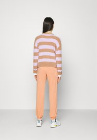 Missguided - BASIC - Pantaloni sportivi - camel - 2