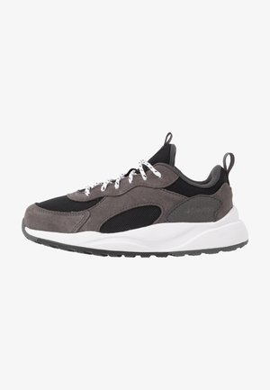 YOUTH PIVOT - Sports shoes - black/white