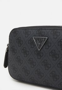 Guess - NOELLE CROSSBODY CAMERA - Torba na ramię - coal - 3