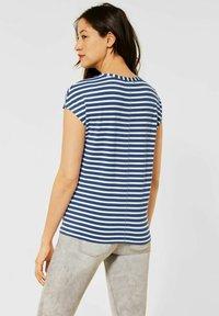 Street One - MIT STREIFEN MUSTER - Print T-shirt - blau - 0