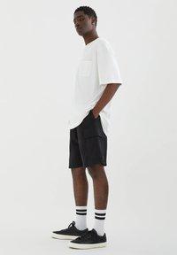 PULL&BEAR - Shorts - black - 3
