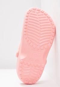 Crocs - CLASSIC - Pantoffels - melon - 6