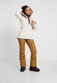 Brunotti - KAGU WOMEN SNOWPANTS - Ski- & snowboardbukser - autumn yellow - 1