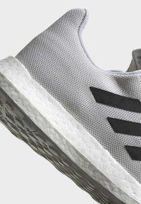 adidas Performance - SENSEBOOST GO SHOES - Scarpe running neutre - white - 7