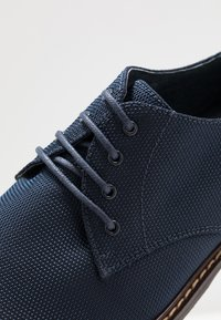 Madden by Steve Madden - JIMMY - Smart lace-ups - navy - 5