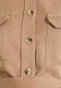 Pieces Maternity - PCMGEROMA MIDI SHIRT DRESS - Shirt dress - warm taupe - 5