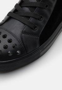 Steve Madden - CORDZ - Sneakersy wysokie - black - 5