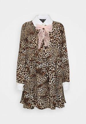 KEEPSAKE MINI SMOCK DRESS - Košilové šaty - brown