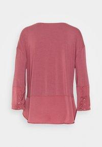 Triumph - MODERN FLAIR - Pyjama set - wild raspberry - 2