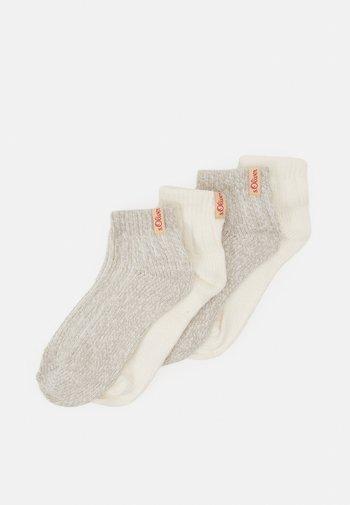 HYGGE SNEAKER 4 PACK UNISEX - Socks - offwhite