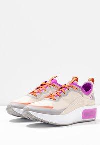 Nike Sportswear - AIR MAX DIA SE - Trainers - light orewood brown/hyper violet/starfish/atmosphere grey/light aqua - 4