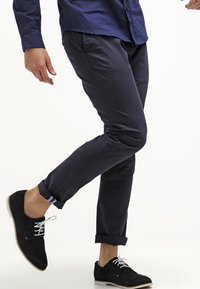 Tommy Hilfiger - DENTON - Chinosy - midnight - 3