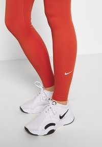 Nike Performance - ONE - Medias - mantra orange/white - 5