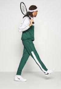 Lacoste Sport - TRACK SUIT - Trainingspak - bottle green/white/black - 7