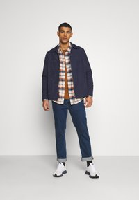 American Eagle - KLINT PLAID SAWYER - Skjorta - cream - 1