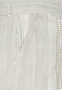 Vero Moda - VMDICTHE TIE EXP GA - Shorts - birch/hilda - 2