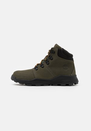 BROOKLYN HIKER UNISEX - Lace-up ankle boots - grape leaf