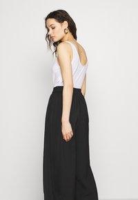 Second Female - MINGA NEW TROUSERS - Kalhoty - black beauty - 4